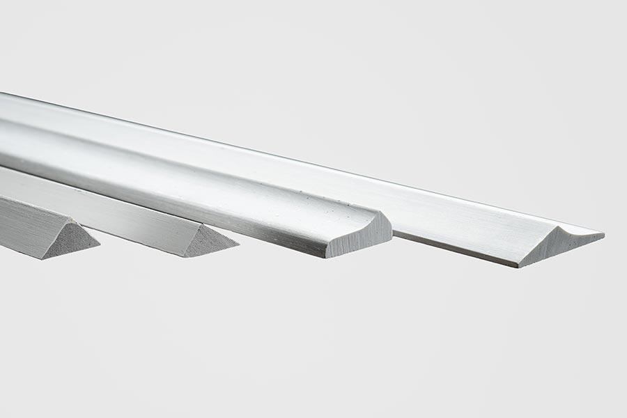 Polyprofil – Hohlkehlen, Tropfleisten und Treppenkanten aus Polymerbeton
